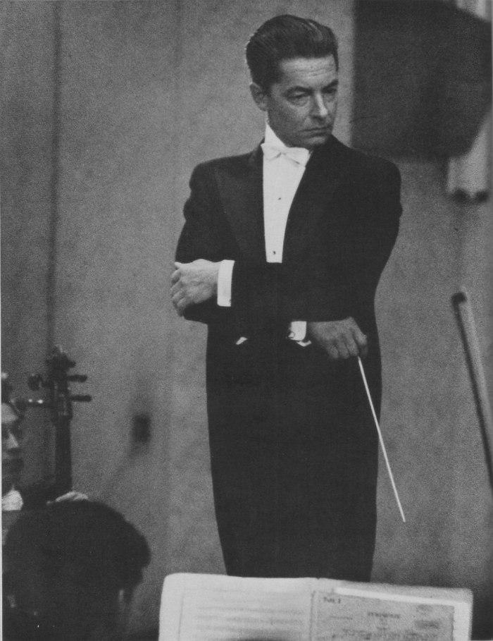 1024px-Herbert_von_Karajan_Conducts_in_NHK_Symphony_Orchestra,_Tokyo_1954_(01)_Scan10015